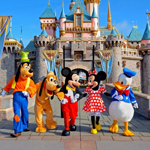 Personagens da Disney, pateta, pluto, mickey, minnie e pato donald.
